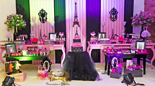 Decoração de 15 anos Paris bolo preto e rosa de 4 andares