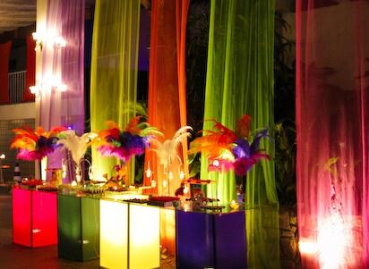 Decoração de 15 anos de Festa à Fantasia com máscaras coloridas