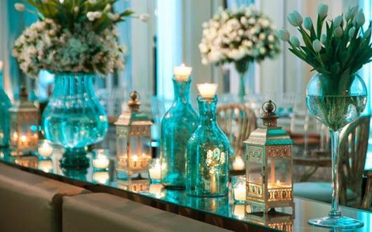 Decoração de 15 anos Azul Tifanny com flores naturais