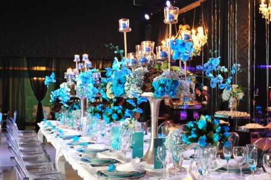 Decoração de 15 anos Azul Tifanny com mesa branca