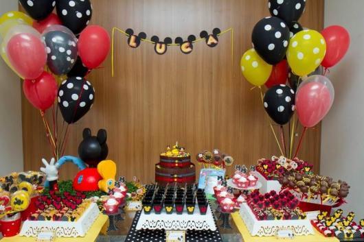 Decoração de Festa Simples Mickey com balões duplos retos amarelos e vermelhos