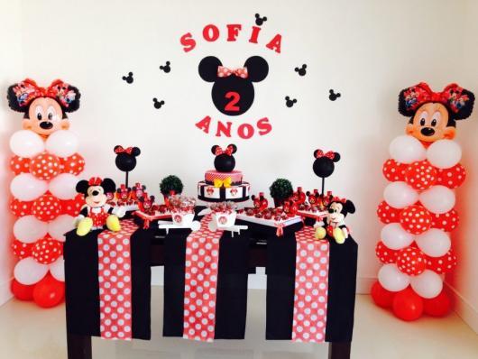 Decoração de Festa Simples Minnie com escultura de balão