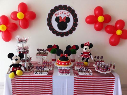 Decoração de Festa Simples Minnie com flores de balão