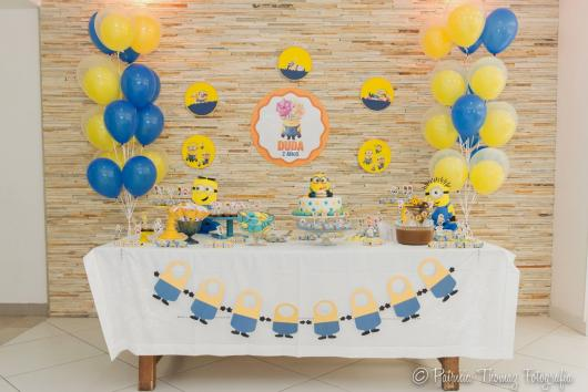 Decoração de Festa Simples Minions com aplique de papel