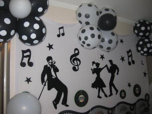 Decoração de Festa Simples Anos 80 com apliques de EVA