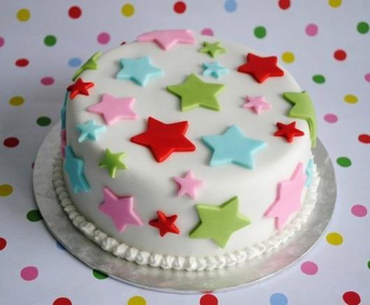 Decoração de Festa Simples bolo com pasta americana