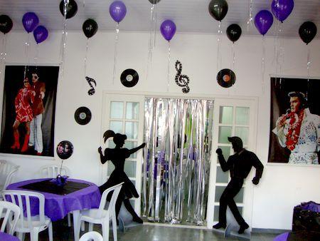 Decoração de Festa Simples Anos 80 preta e roxa