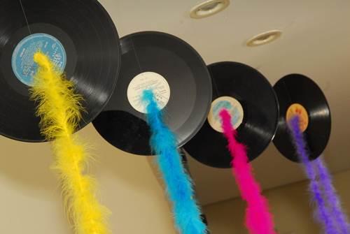 Decoração de Festa Simples Anos 80 discos decorados