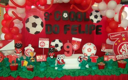 Decoração de Festa Simples futebol verde vermelha preta e branca com apliques de EVA