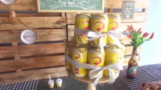 Decoração de Festa Simples boteco enfeite de lata de cerveja