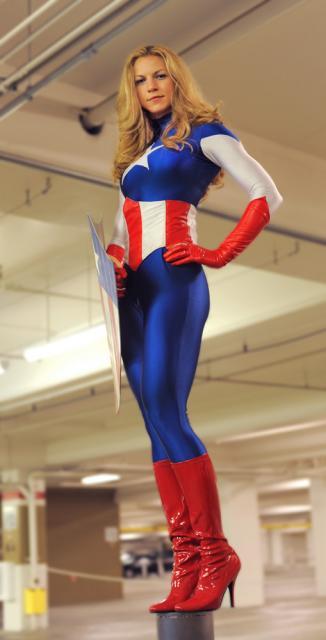 Fantasia Capitão América Feminina com bota com salto