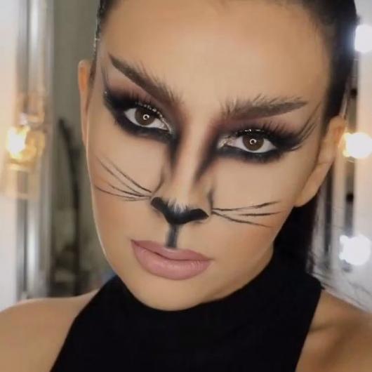 Fantasia Mulher Gato Maquiagem marcada nos olhos