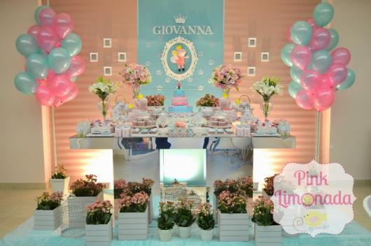 Decoração Festa Peppa Pig Princesa com flores naturais