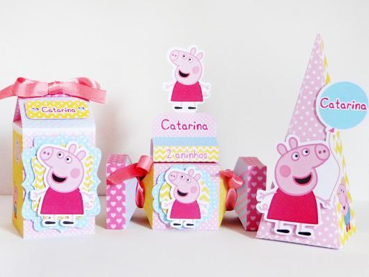 Lembrancinhas da Festa Peppa Pig com caixinhas de doces e personalizados