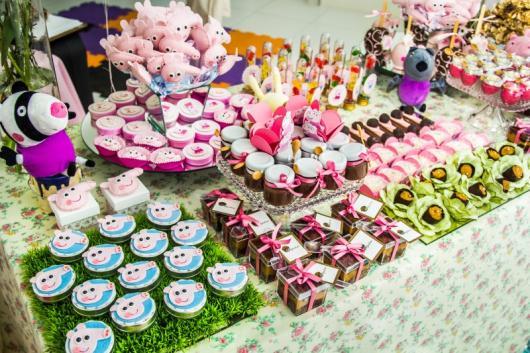 Decoração Festa Peppa Pig com doces variados
