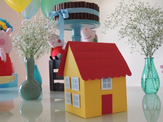 Decoração Festa Peppa Pig simples com casinha dos personagens