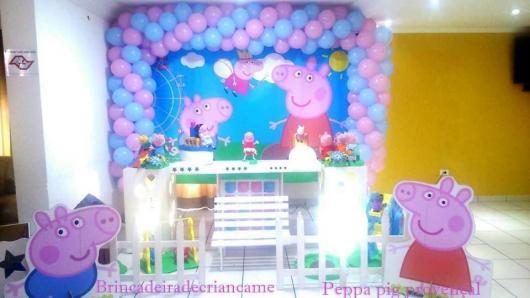 Decoração Festa Peppa Pig com painel de balões lilás e rosa