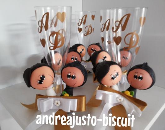 Lembrancinha de Casamento Simples de Acrílico com taça e apliques de biscuit  ...