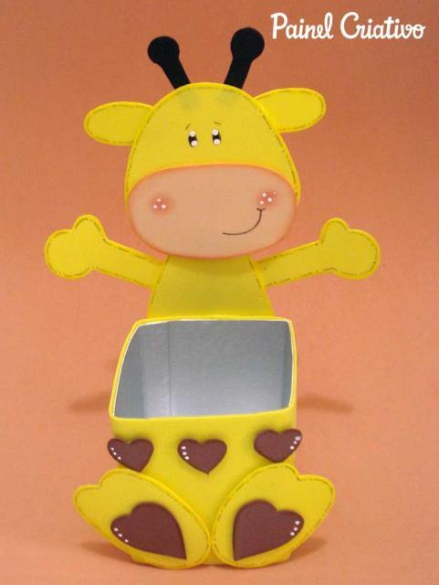 Lembrancinha com Caixa de Leite com EVA decorado com girafa