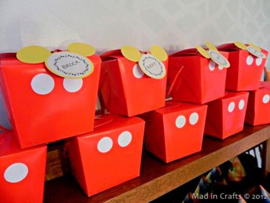 Lembrancinha com Caixa de Leite para aniversário com formato do calção do Mickey