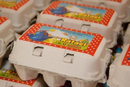 Lembrancinhas da Galinha Pintadinha com caixinha de ovos doces