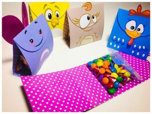 Lembrancinhas da Galinha Pintadinha pacotinho de doces dos personagens