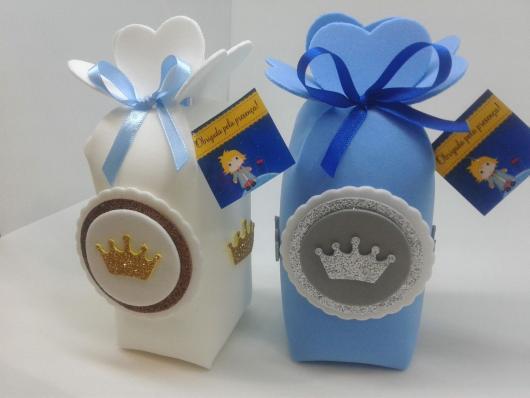 Mais uma proposta para quem quer enfeitar caixinhas ou cachepôs com EVA e  encher de doces!