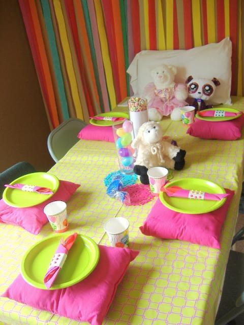mesa para festa do pijama simples