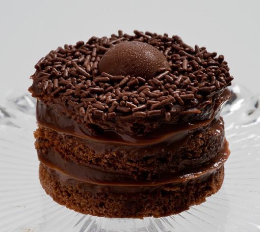 mini bolo de chocolate com recheio