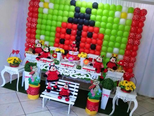 Painel de Festa Infantil de Balões no Tema Jardim