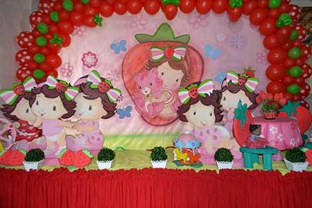 Painel de Festa Infantil Moranguinho na versão baby