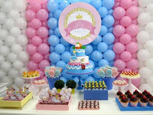 Painel de Festa Infantil de Balões rosa, branco e azul claro