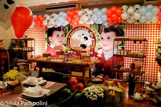 Painel de Festa Infantil Fazendinha com vaquinha e foto do aniversariante