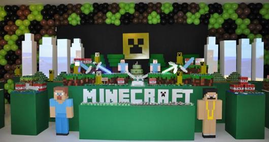 Painel de Festa Infantil MineCraft com fundo preto e detalhes verdes