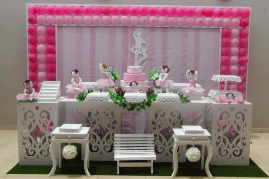 Painel de Festa Infantil de Tecido branco e rosa