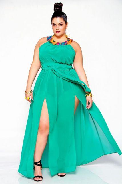 Vestido de Festa Longo Plus Size azul com fenda