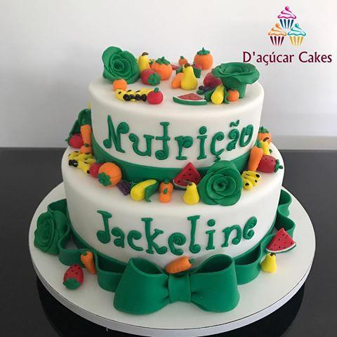 Bolo de Formatura Nutrição colorido com frutas e legumes
