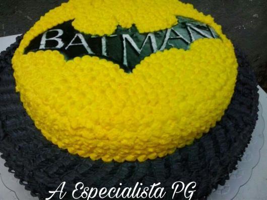 Bolo do Batman decorado com chantilly