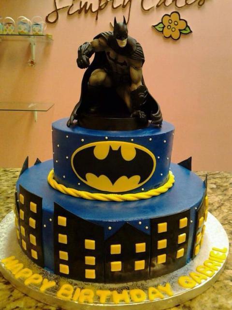 Bolo do Batman de 2 andares decorado de biscuit