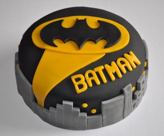 Bolo do Batman Redondo preto e amarelo