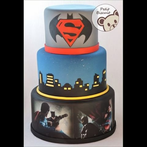 Bolo do Batman vs SuperMan de 3 andares