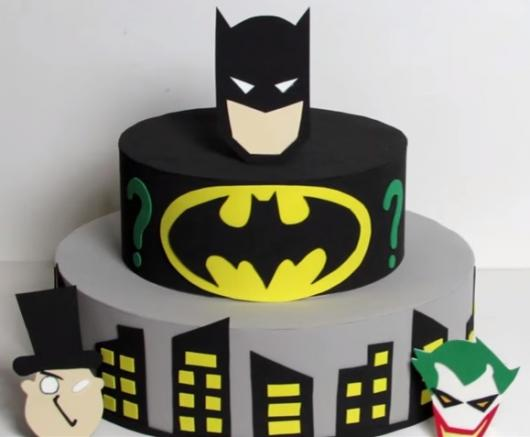 Bolo Fake Batman feito com eva