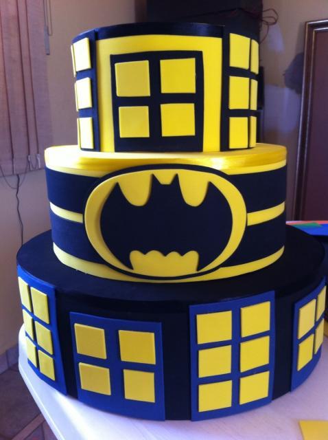 Bolo Fake Batman com isopor e eva