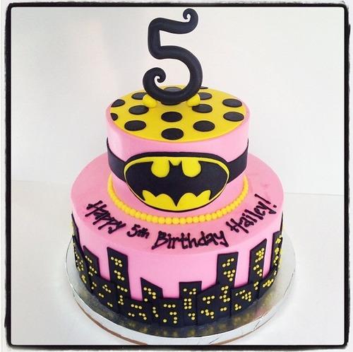 Bolo Fake Batman para festa de menina