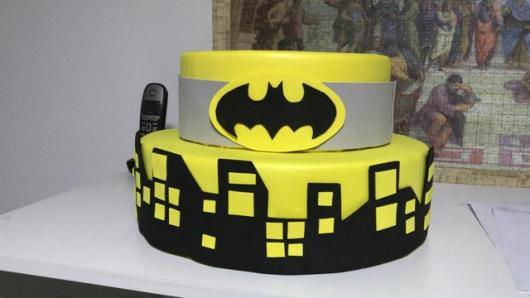 Bolo Fake Batman feito com emborrachado