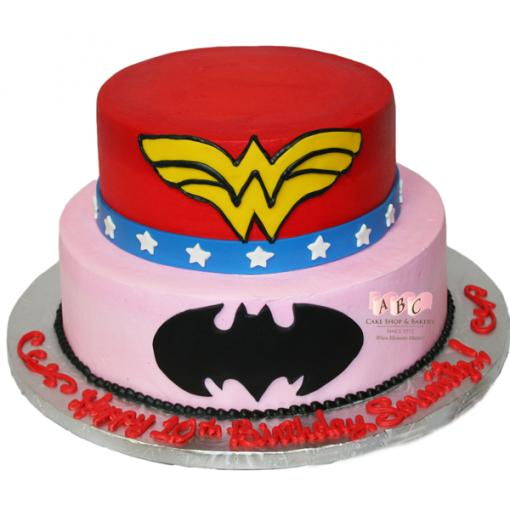 Bolo Fake Batman e Mulher Maravilha