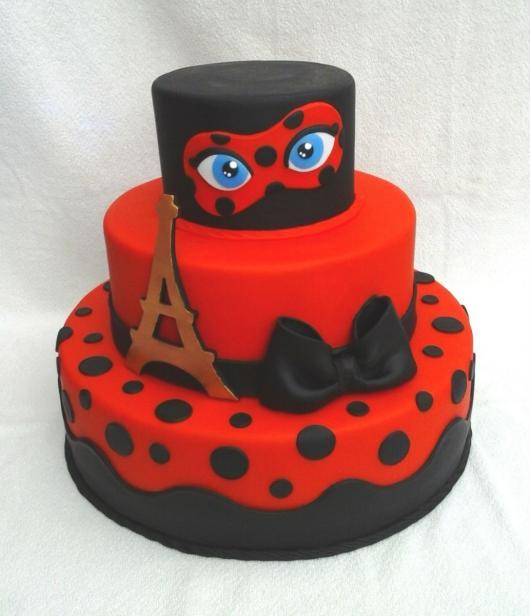 Bolo Fake Ladybug em eva