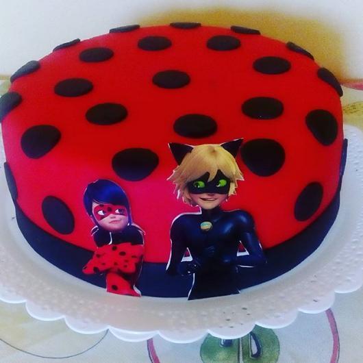 Bolo Fake Ladybug feito em casa