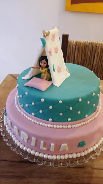 Como fazer uma festa do Pijama bolo de pasta americana com 2 andares e menina dentro da cabana