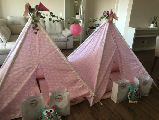 Como fazer uma festa do Pijama cabana rosa com estampa de nuvem
